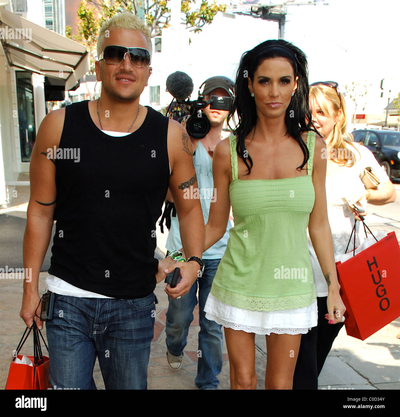 Katie Price And Peter Andre Shop For Children Clothes At Sunset Kids Stock Photo Alamy
