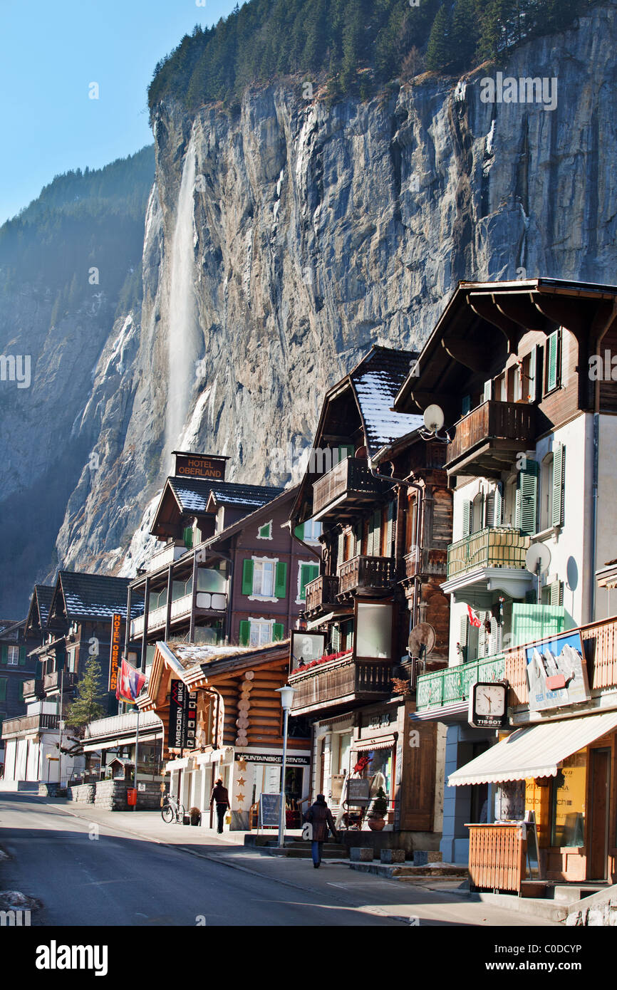 Hauses in Lauterbrunnen with Staubbach Waterfall  Berner Oberland, Switzerland - Stock Image