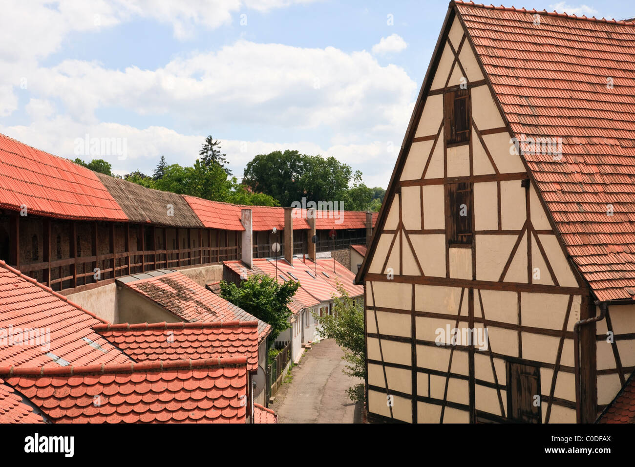 Nördlingen, Bavaria, Germany. View from 14th century town walls with buildings in medieval Altstadt on the - Stock Image