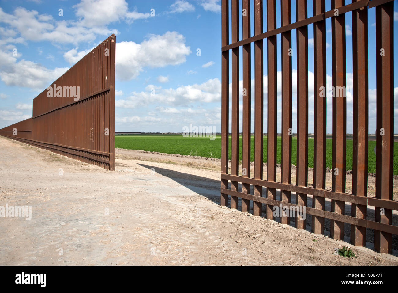 Security fence between USA & Mexico, - Stock Image