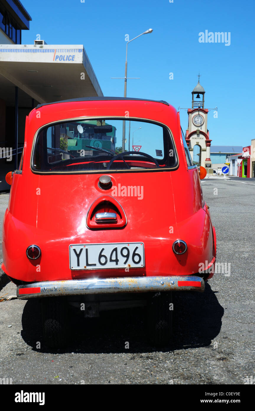 A BMW isetta parked in a street in New Zealand - Stock Image