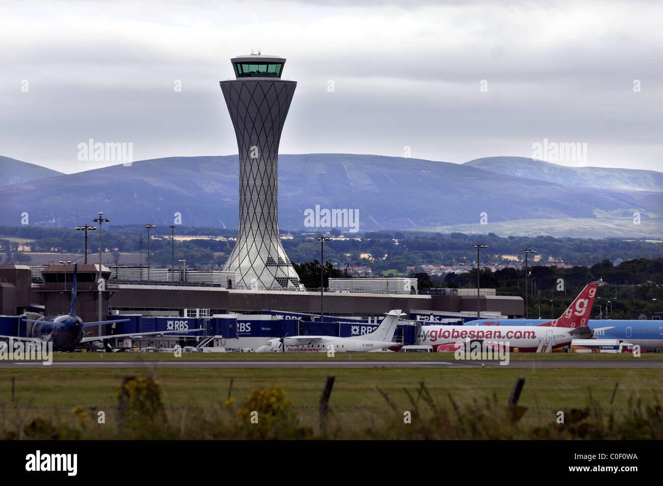 AIR TRAFFIC CONTROL TOWER, EDINBURGH AIRPORT, EDINBURGH, MID LOATHIAN, WITH PLANES ON THE RUNWAY Stock Photo