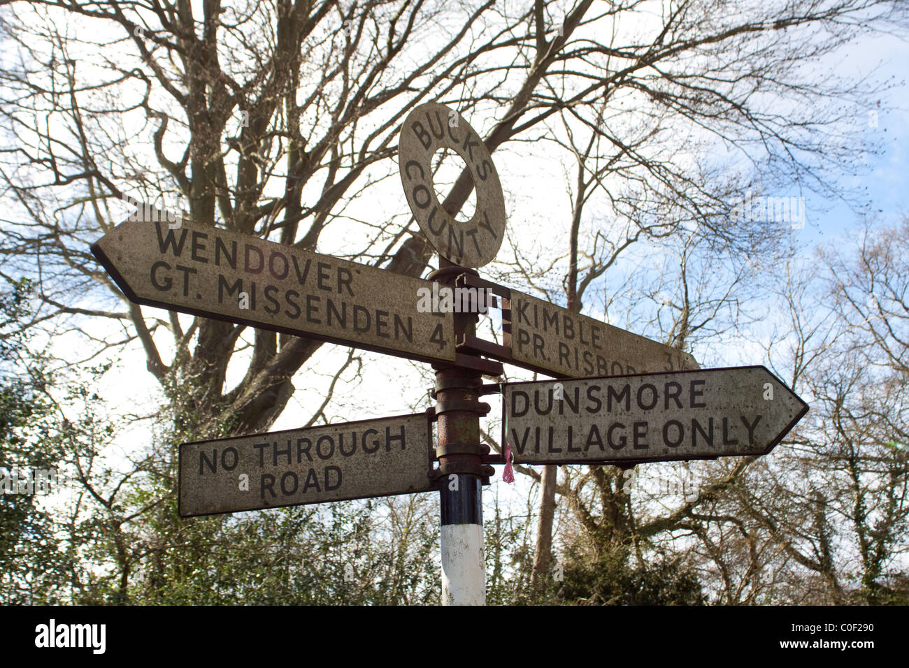 Signpost in Buckinghamshire pointing to Dunsmore, Wendover and Great Missenden - Stock Image