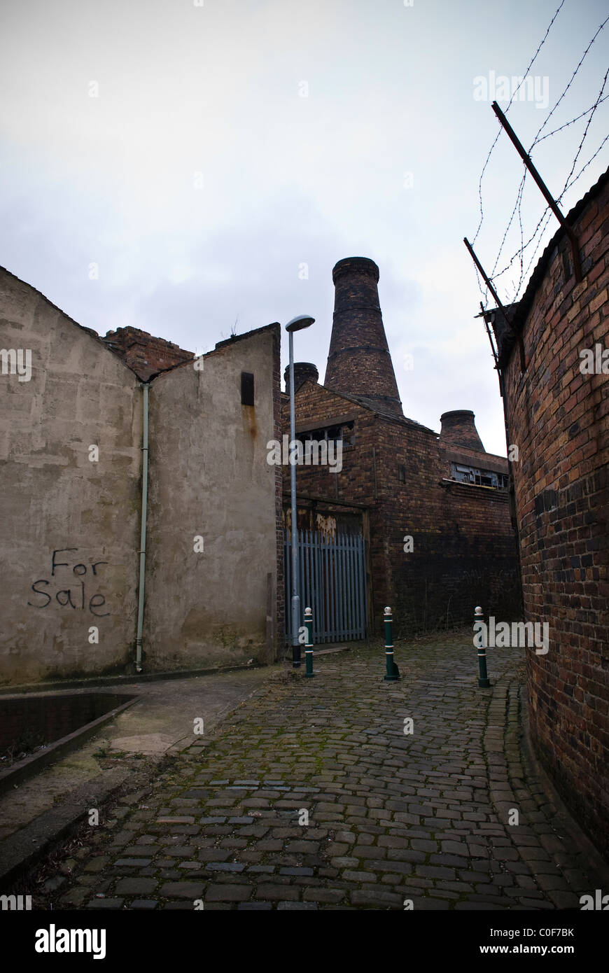 Old redundant pottery kiln chimneys and factories in Stoke-on-Trent, Staffordshire, UK - Stock Image