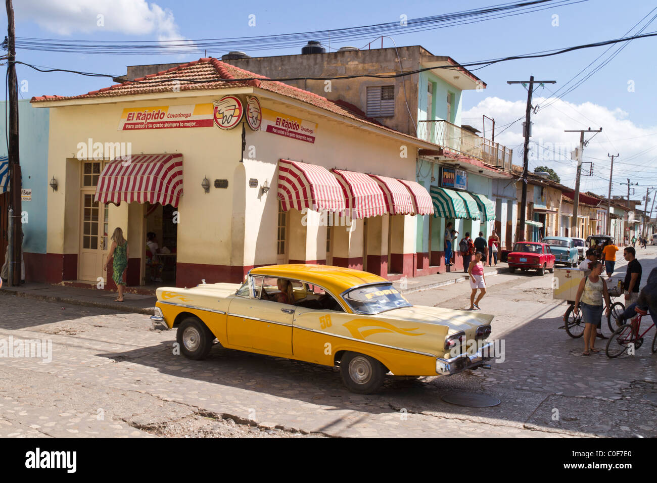 Street with Oldtimer, Trinidad Cuba - Stock Image