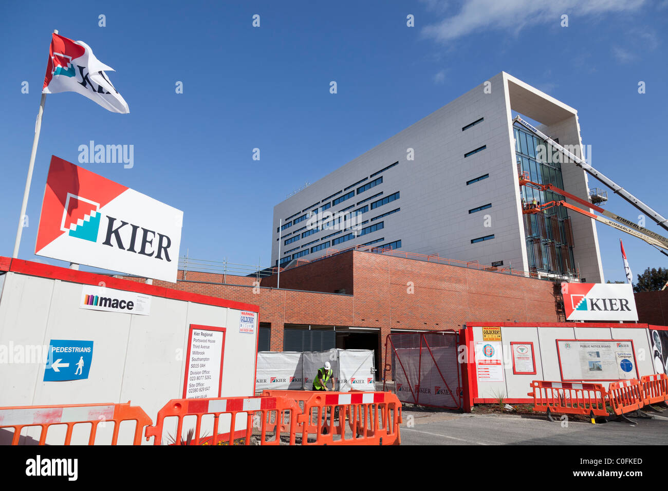 Construction of the Southampton Police HQ, Southern Operational Command Unit, with cranes enabling the positioning - Stock Image