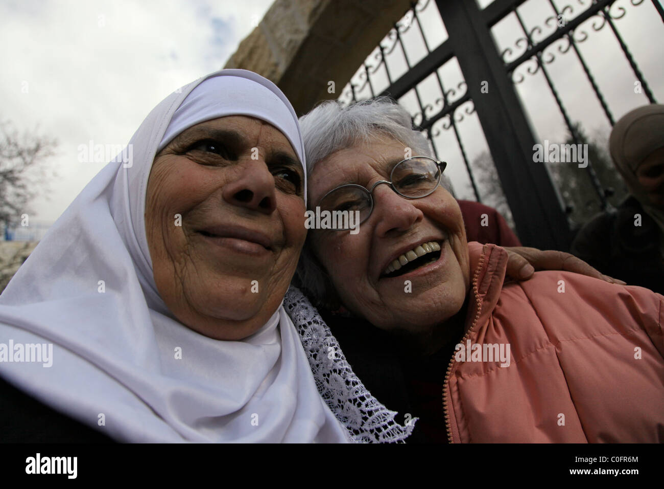 A Palestinian woman embracing an Israeli Jewish woman during a social gathering organized by The Parents Circle - Stock Image