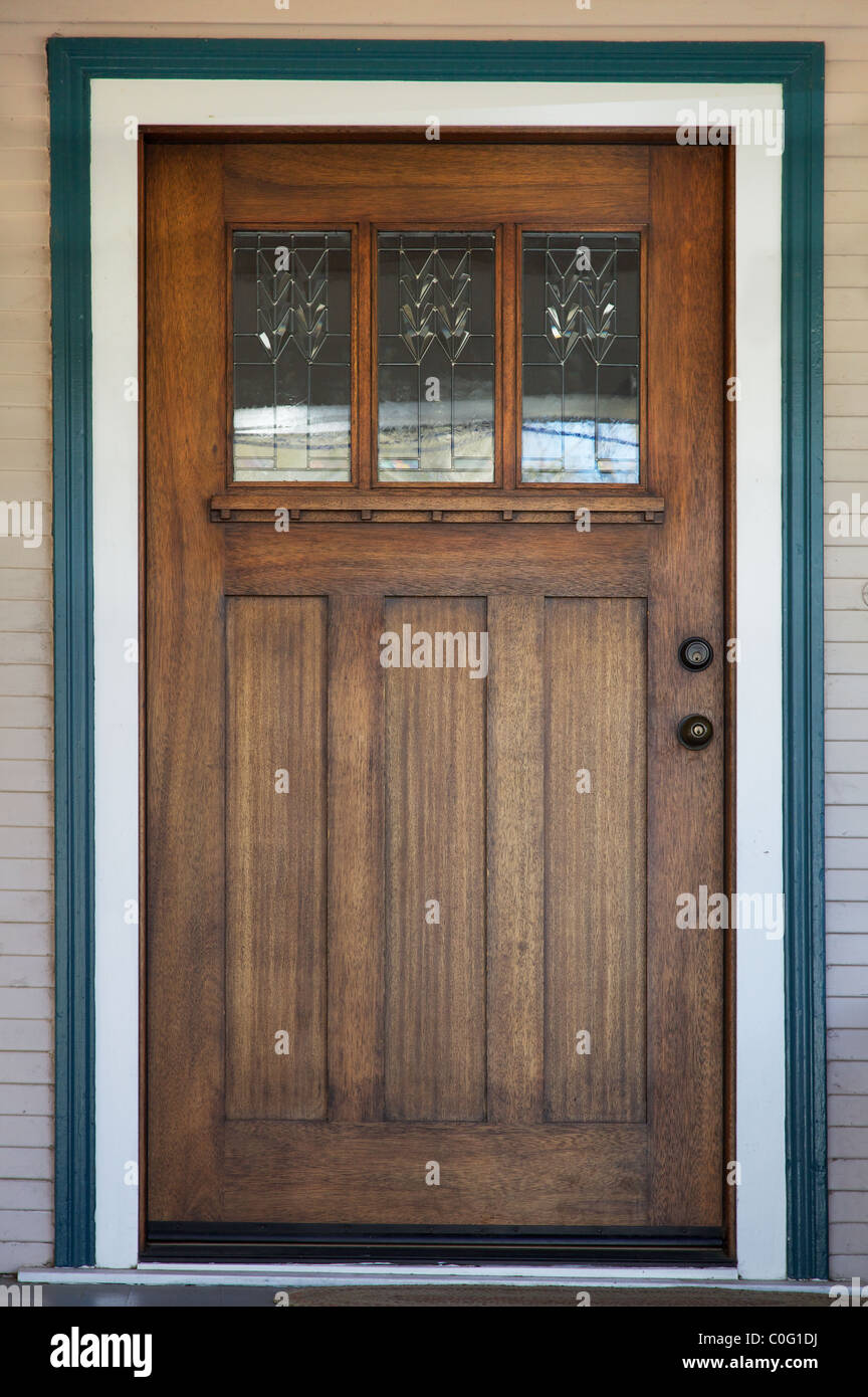 Charmant Craftsman Decco Style Window In Mission Style Stained Wood Door With Green  And White Trip