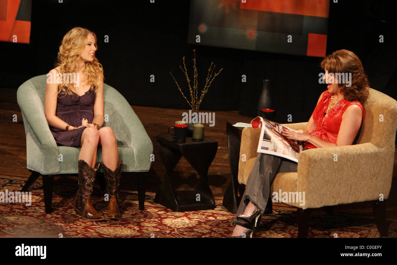 Taylor Swift And Lorianne Crook At The Gac Presents Cma Celebrity Close Up Event At The Ryman Auditorium Nashville Tennessee