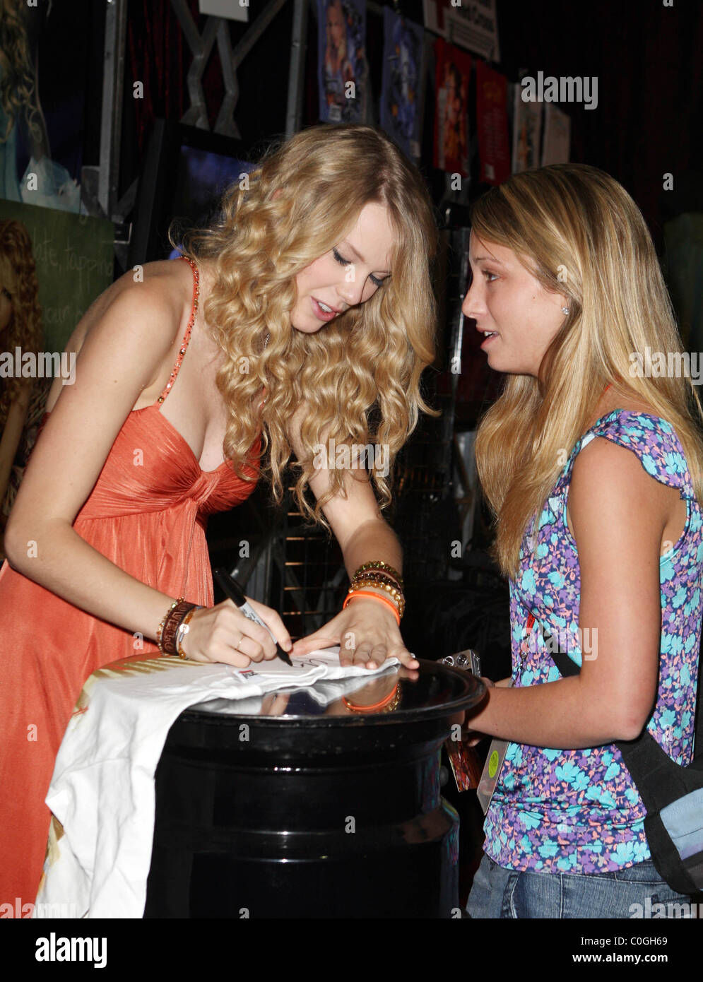 Taylor Swift 2008 Cma Music Festival Day 3 Fan Meet And Greet At