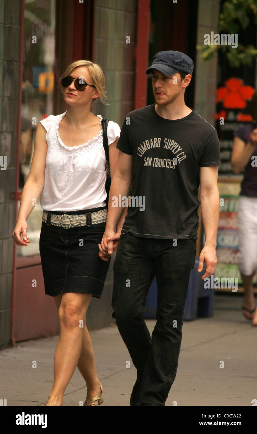 e47ef858 James McAvoy and wife Anne-Marie Duff walking around Soho New York City,  USA - 21.06.08 Pop \