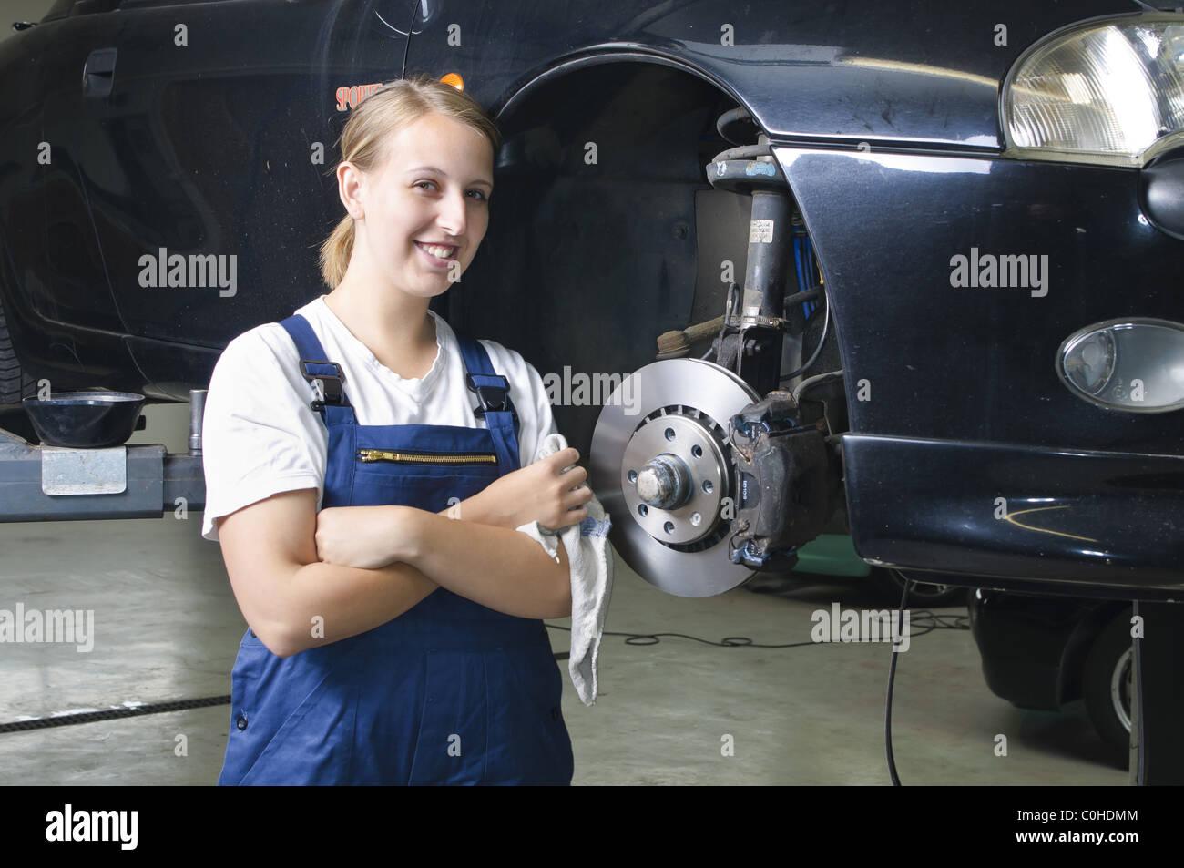 Kfz Mechaniker Motor Mechanic Stock Photos & Kfz Mechaniker Motor ...