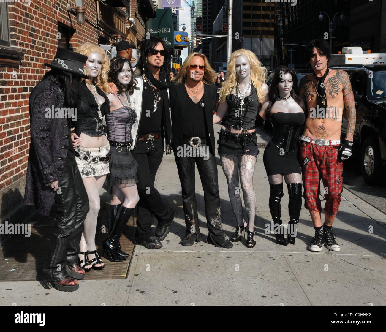 Motley Crue Mick Mars Nikki Sixx Vince Neil Tommy Lee Girls