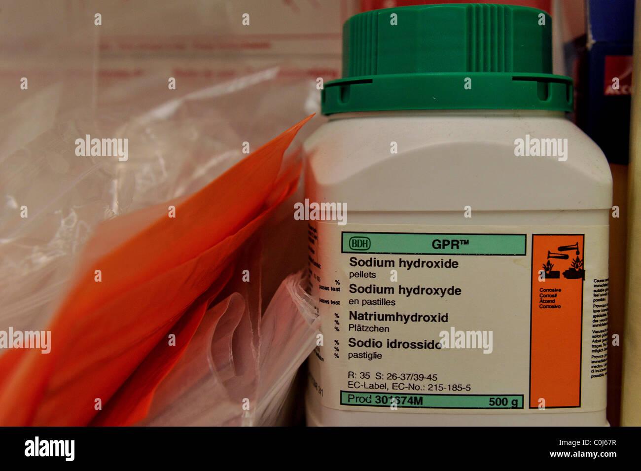 Chemicals On Shelf Stock Photos & Chemicals On Shelf Stock