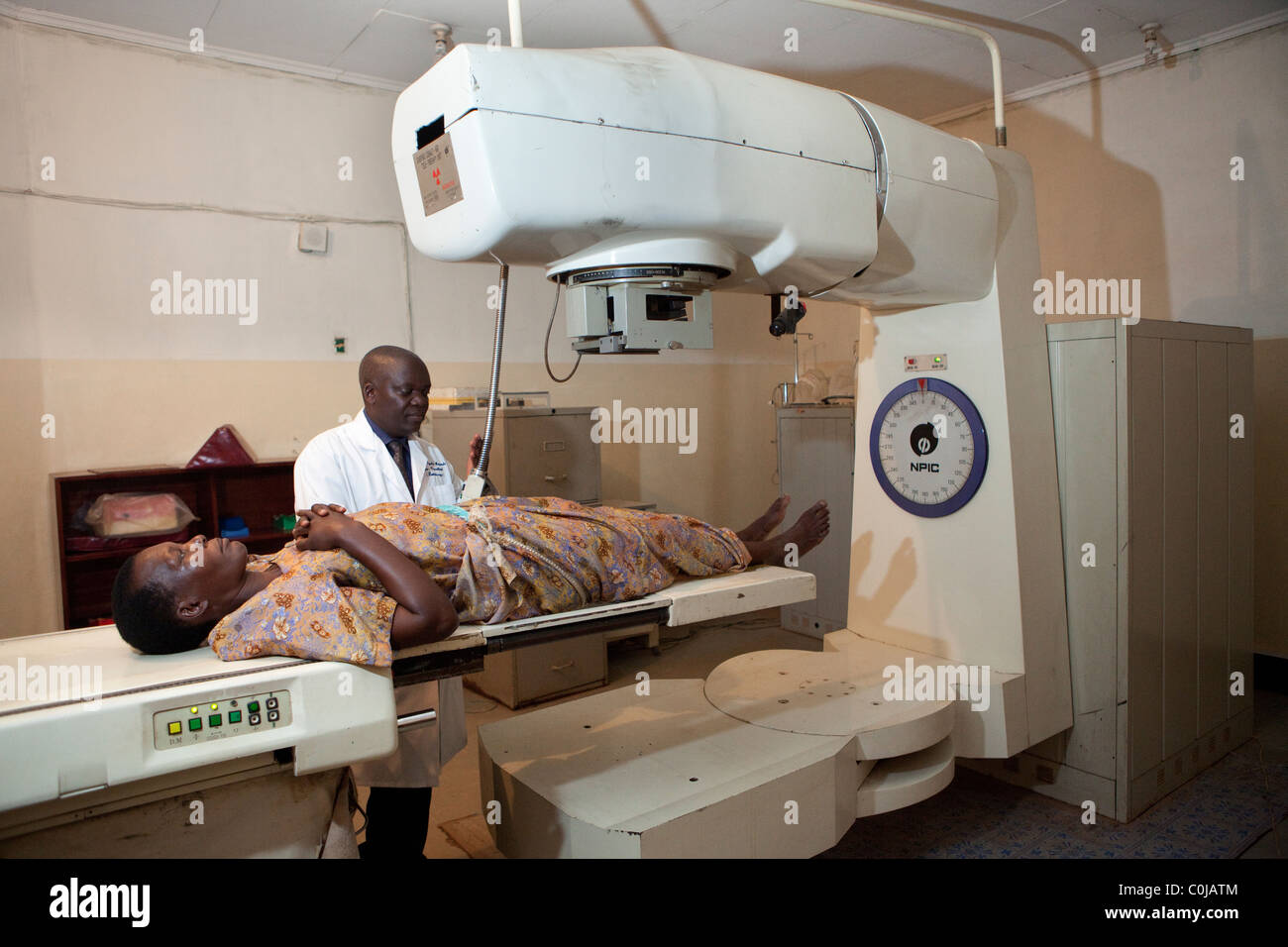 A woman receives radiation therapy for cervical cancer at Mulago Hospital in Kampala, Uganda. - Stock Image