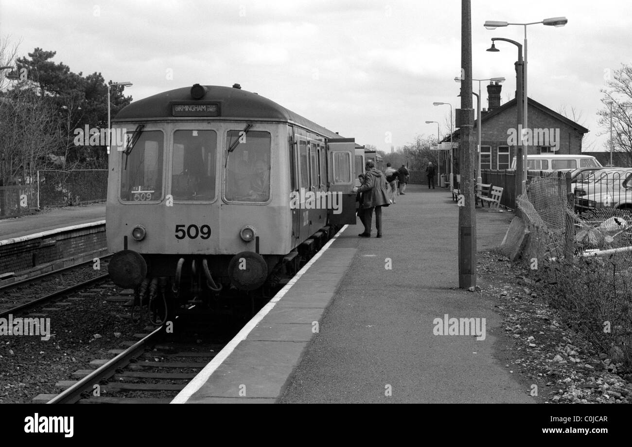 Diesel multiple unit train at Warwick station, UK 1987 - Stock Image