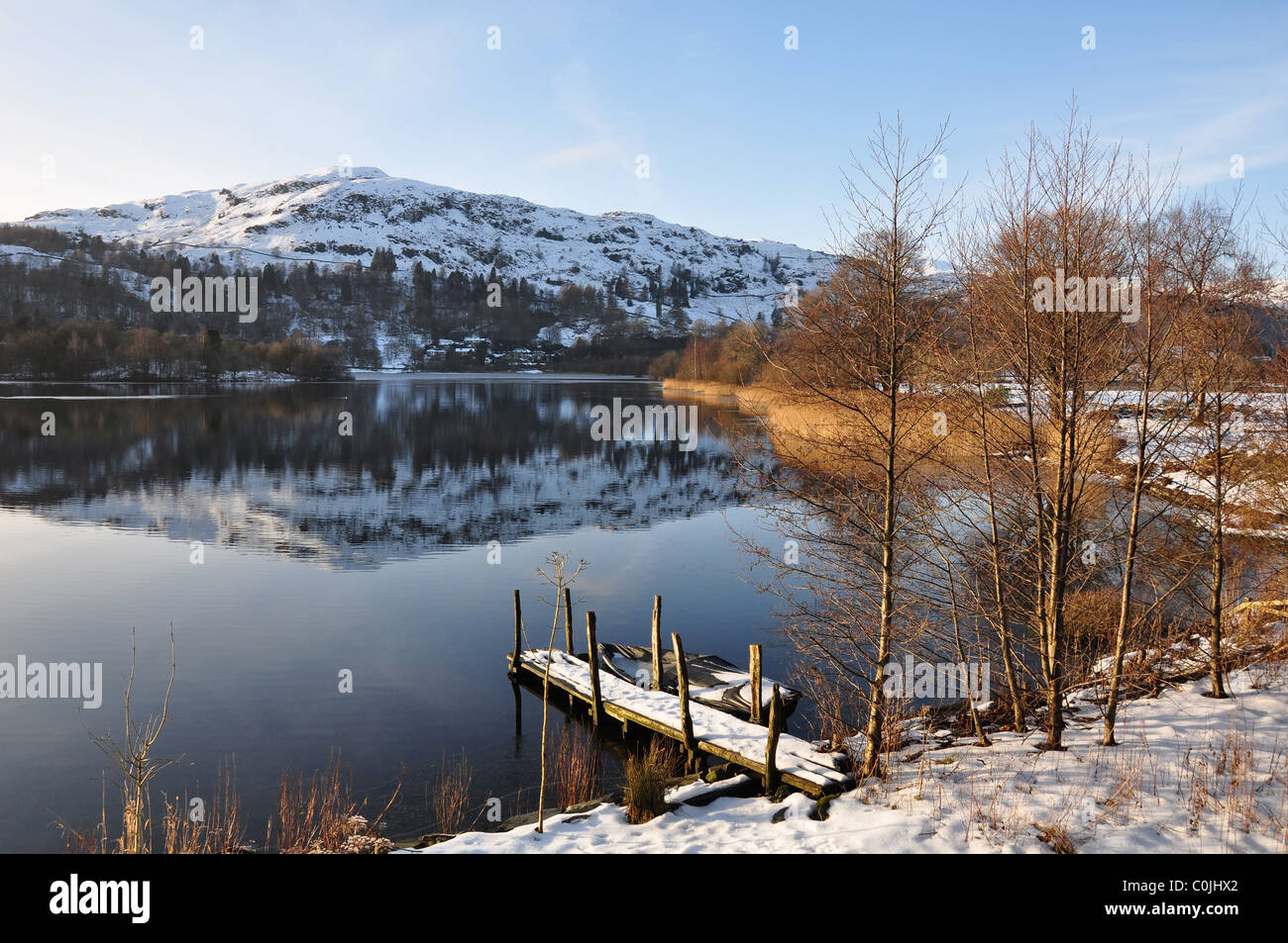 Looking to a snow clad Silver How Fell, over boat jetty, Grasmere Lake, Grasmere, Lake District, Cumbria - Stock Image