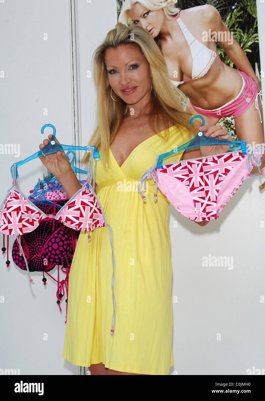 Sonderrabatt heiße neue Produkte echt kaufen Model Caprice presents her new swimwear collection 'By ...
