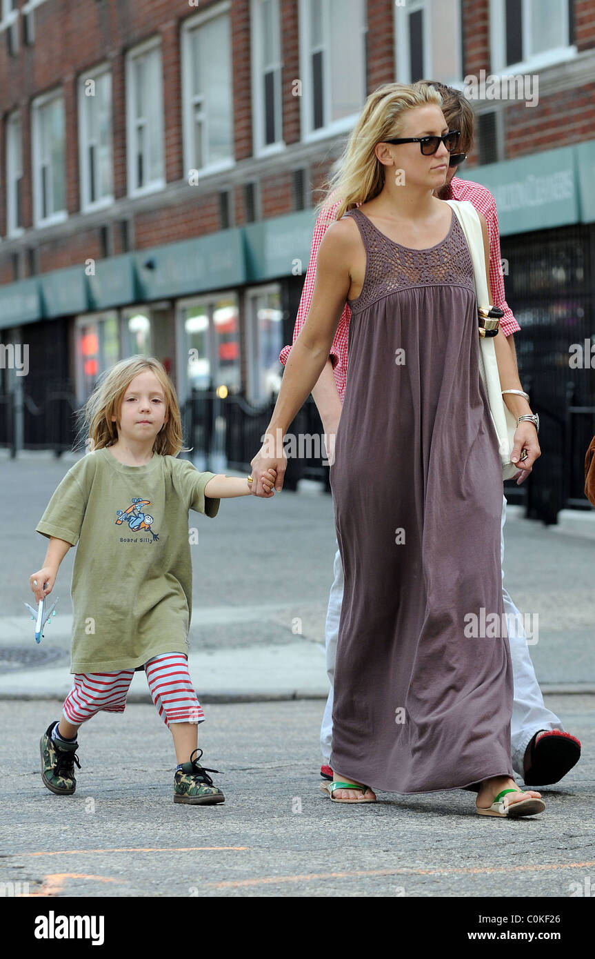 Kate Hudson Takes Her Son Ryder Robinson To The Playground New York City Usa