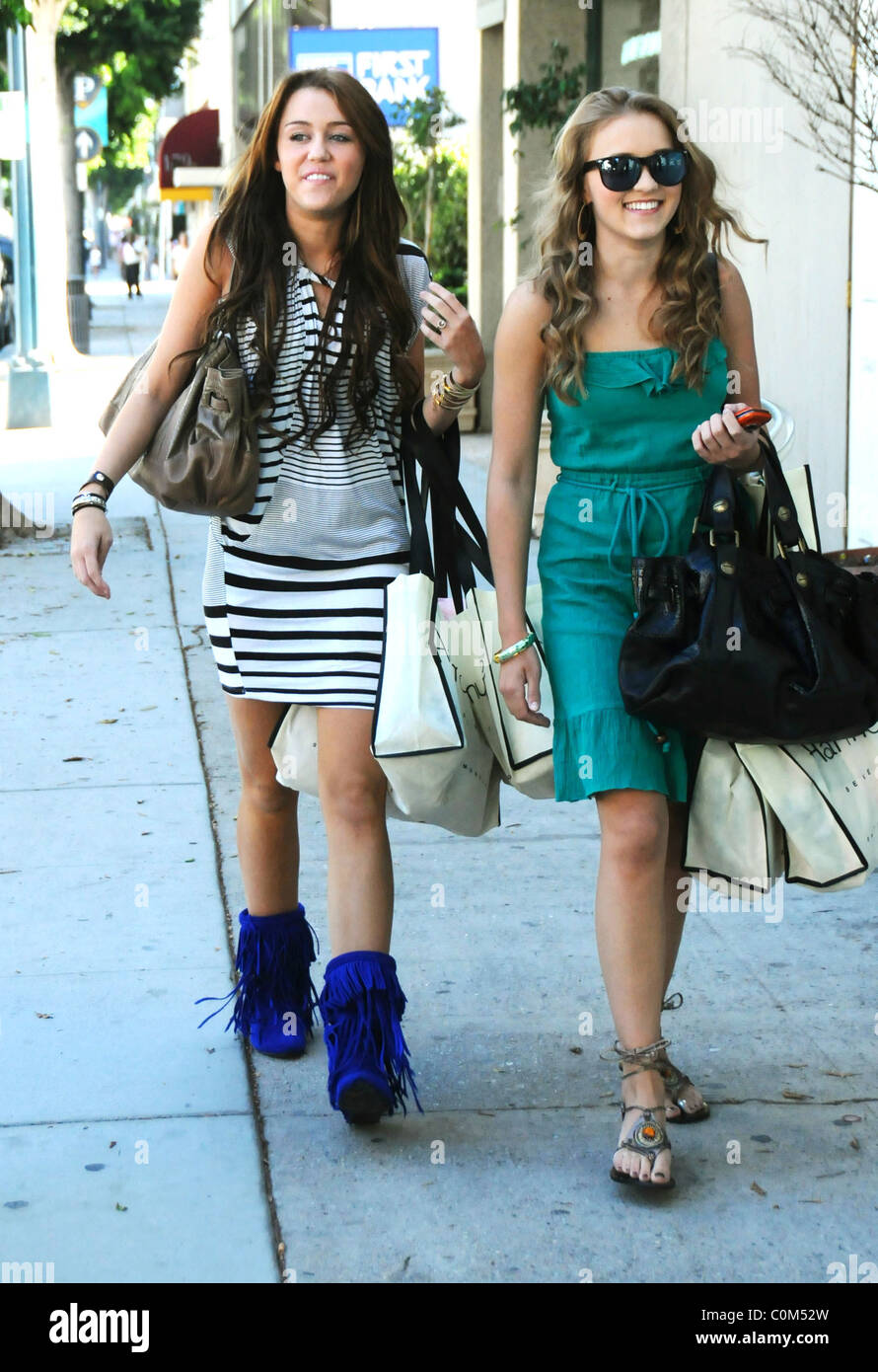 Miley Cyrus with her mother and 2 female friends heading to lunch at ...