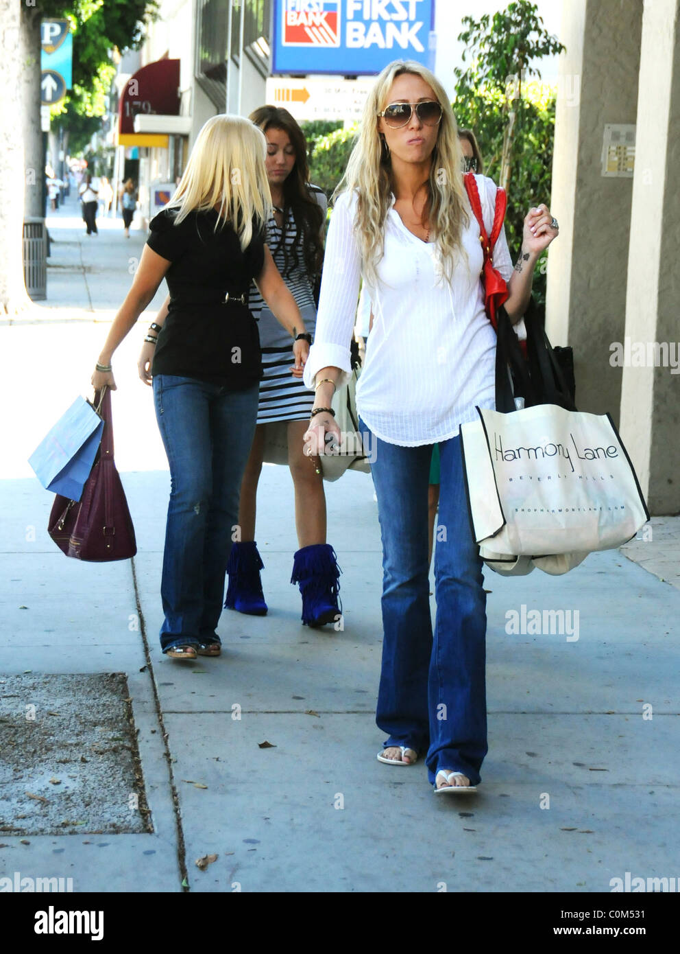 With Mother Tish Cyrus Stock Photos & With Mother Tish Cyrus Stock ...