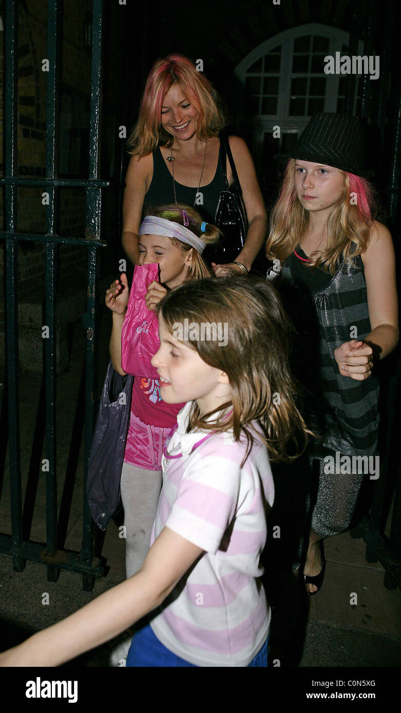 Kate Moss and Lila grace with friends leaves her daughters birthday party London, England - 26.09.08 - Stock Image