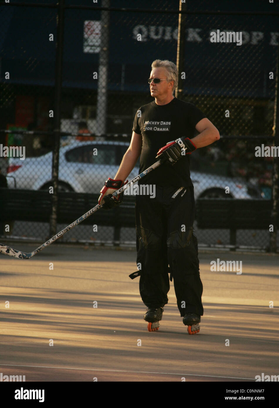 Tim Robbins plays a game of street hockey in Manhattan. With the US elections close, The Oscar winning actor shows - Stock Image