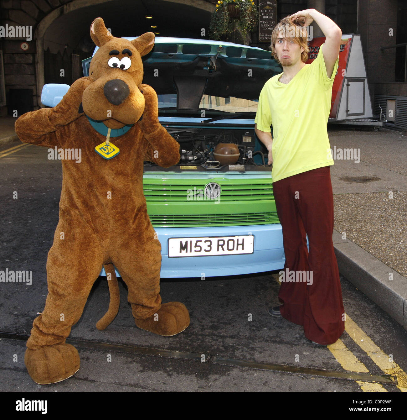 the scooby doo halloween tour begins at london tombs celebrating the launch of the new film scooby doo and the goblin king