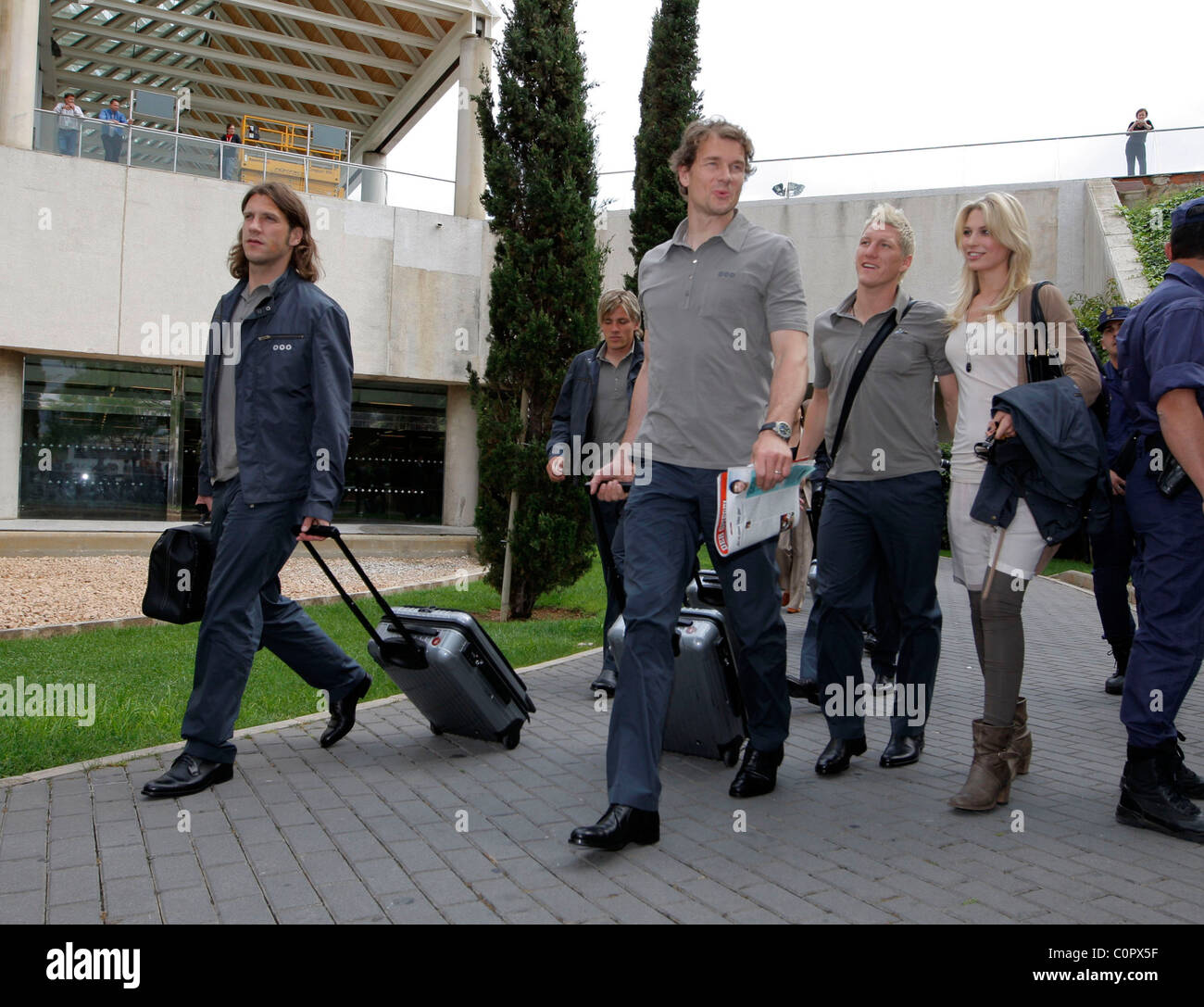 Torwart Jens Lehmann (3.v.re), Torsten Frings (li), Bastian Schweinsteiger and girlfriend Sarah Brandner  German - Stock Image