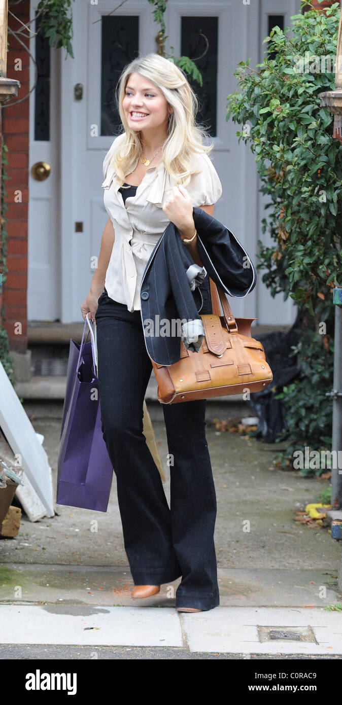 holly willoughby leaving her house after confirming she. Black Bedroom Furniture Sets. Home Design Ideas