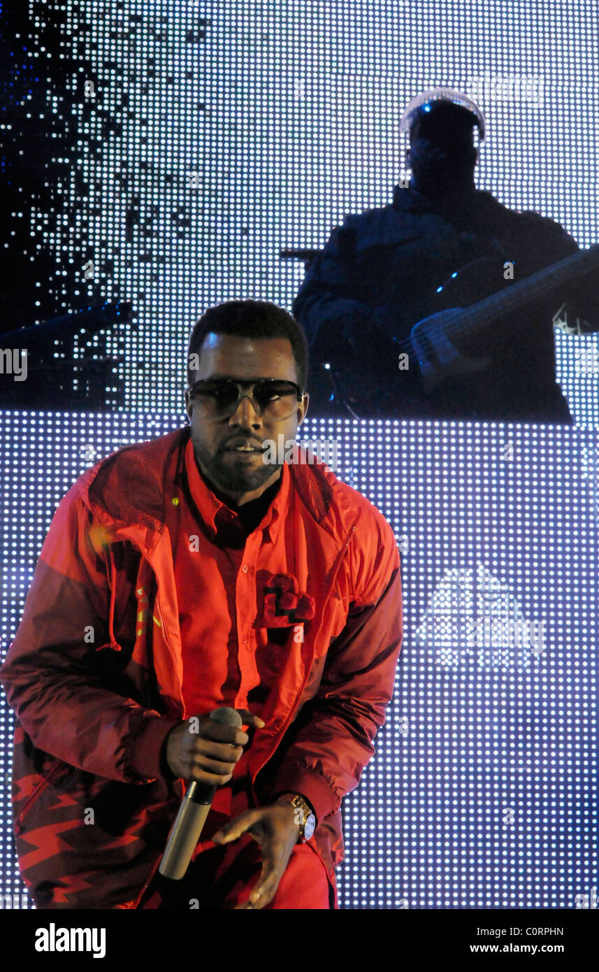 Kanye West performing live at the Power 106FM Cali Christmas Holiday ...