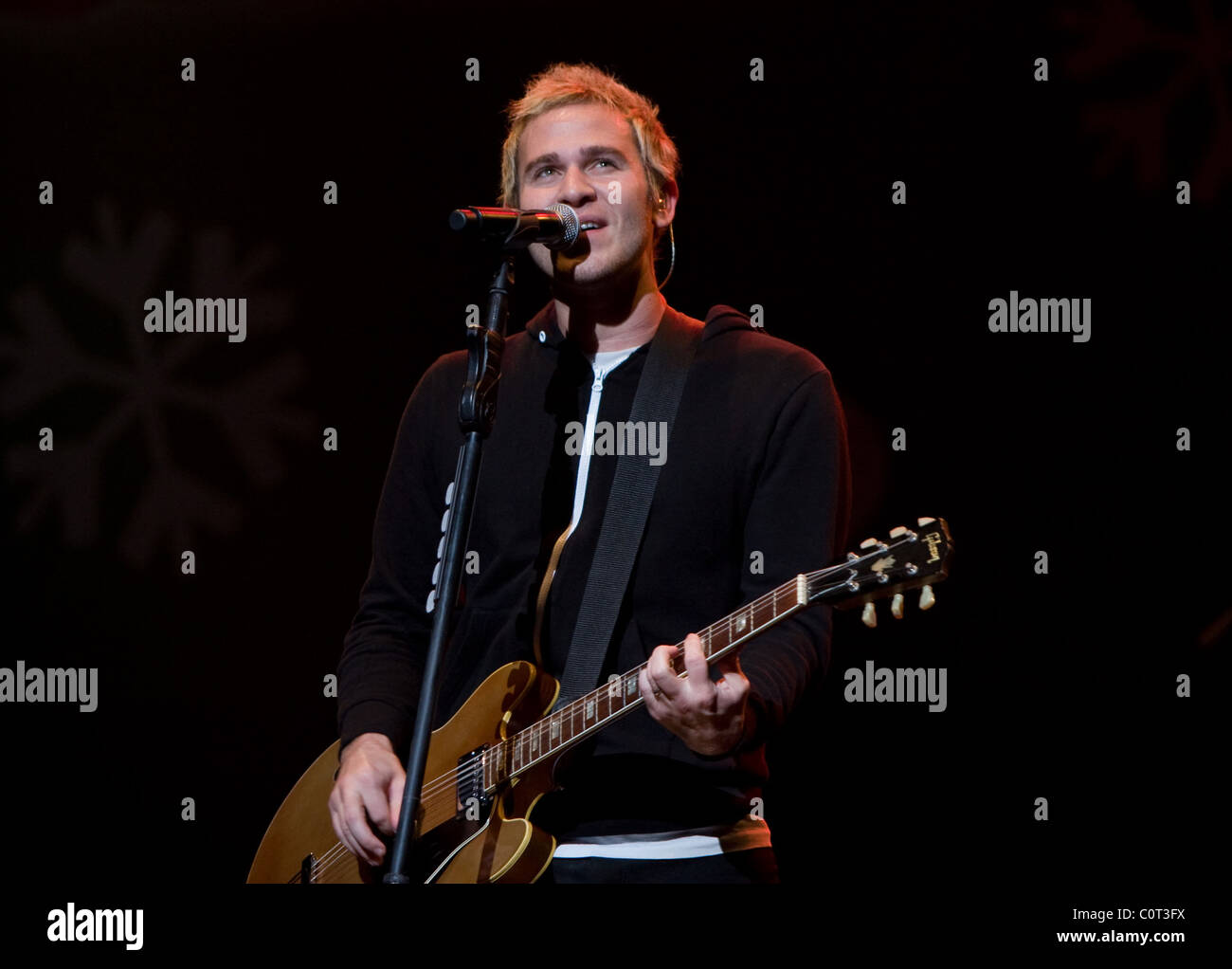 Lifehouse perform at the Miracle on State Sreet concert Chicago, Illinois - 12.12.08 - Stock Image
