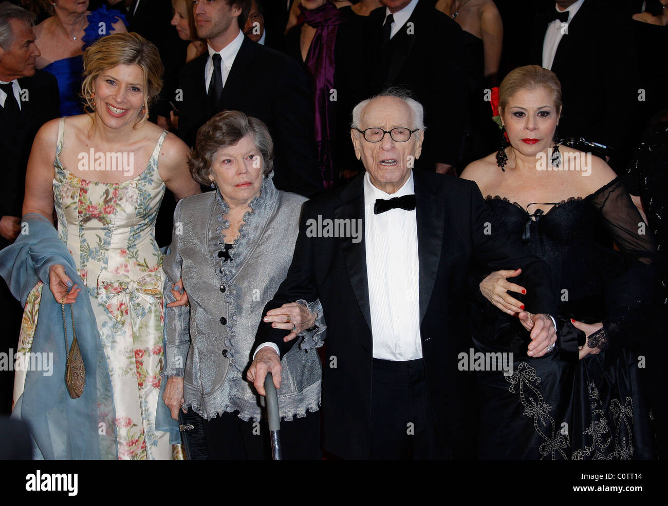 ELI WALLACH & GUESTS 83RD ACADEMY AWARDS RED CARPET ARRIVALS KODAK THEATRE LOS ANGELES CALIFORNIA USA 27 February - Stock Image