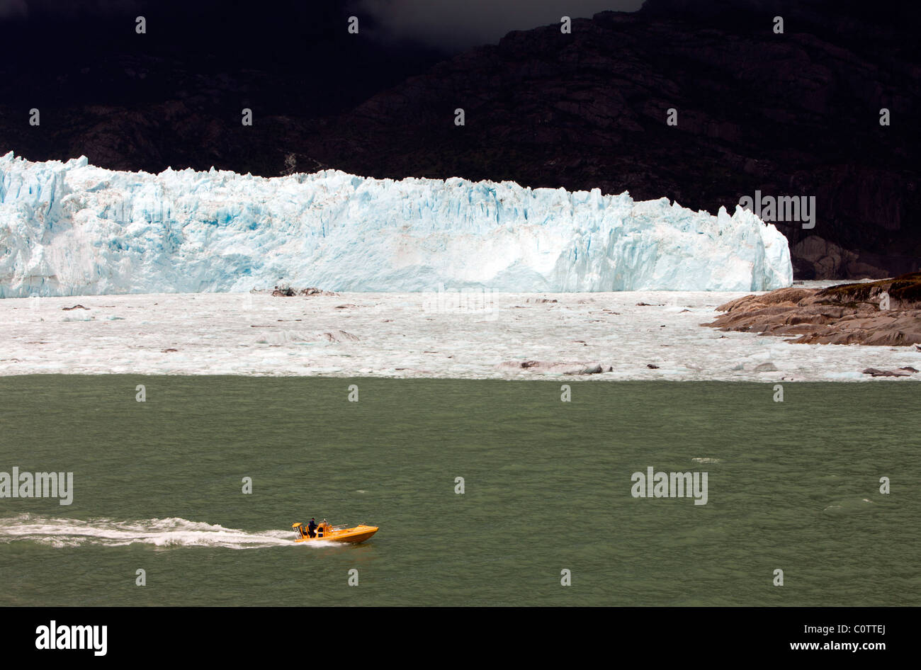 Boat passing the Amalia Glacier (also known as Skua Glacier) in the Bernardo O'Higgins National Park, Patagonia, - Stock Image