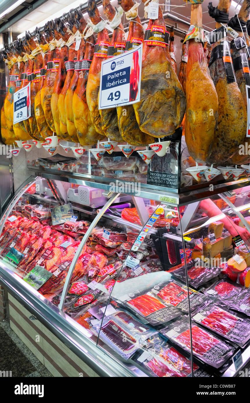 The famous La Boqueria fresh market (Mercat de la Boqueria) located at the La Rambla in Barcelona, Spain, Europe. - Stock Image