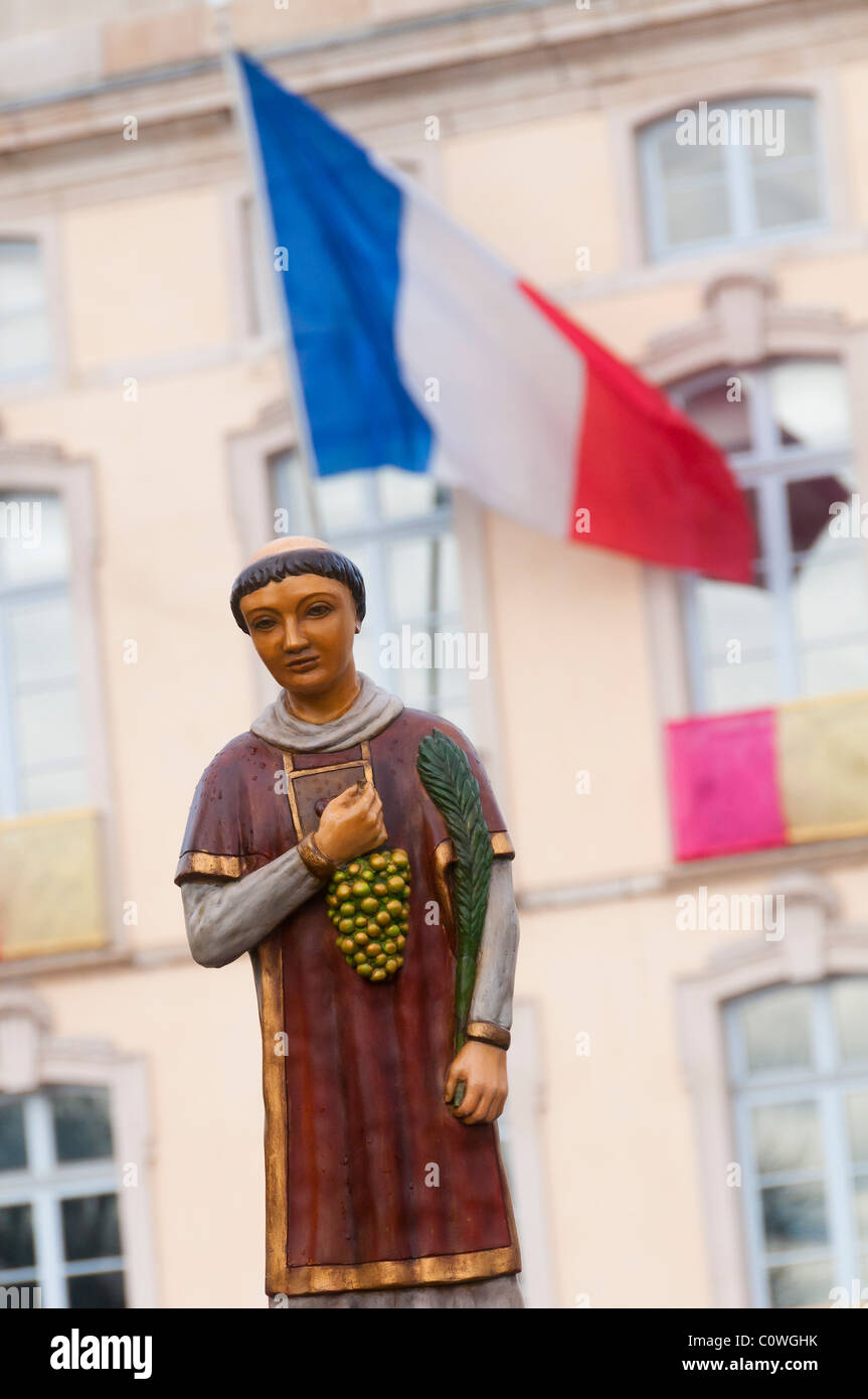 """Statue of Saint Vincent during the procession of the """"Saint Vincent tournante"""" of Macon in 2009. The French flag Stock Photo"""