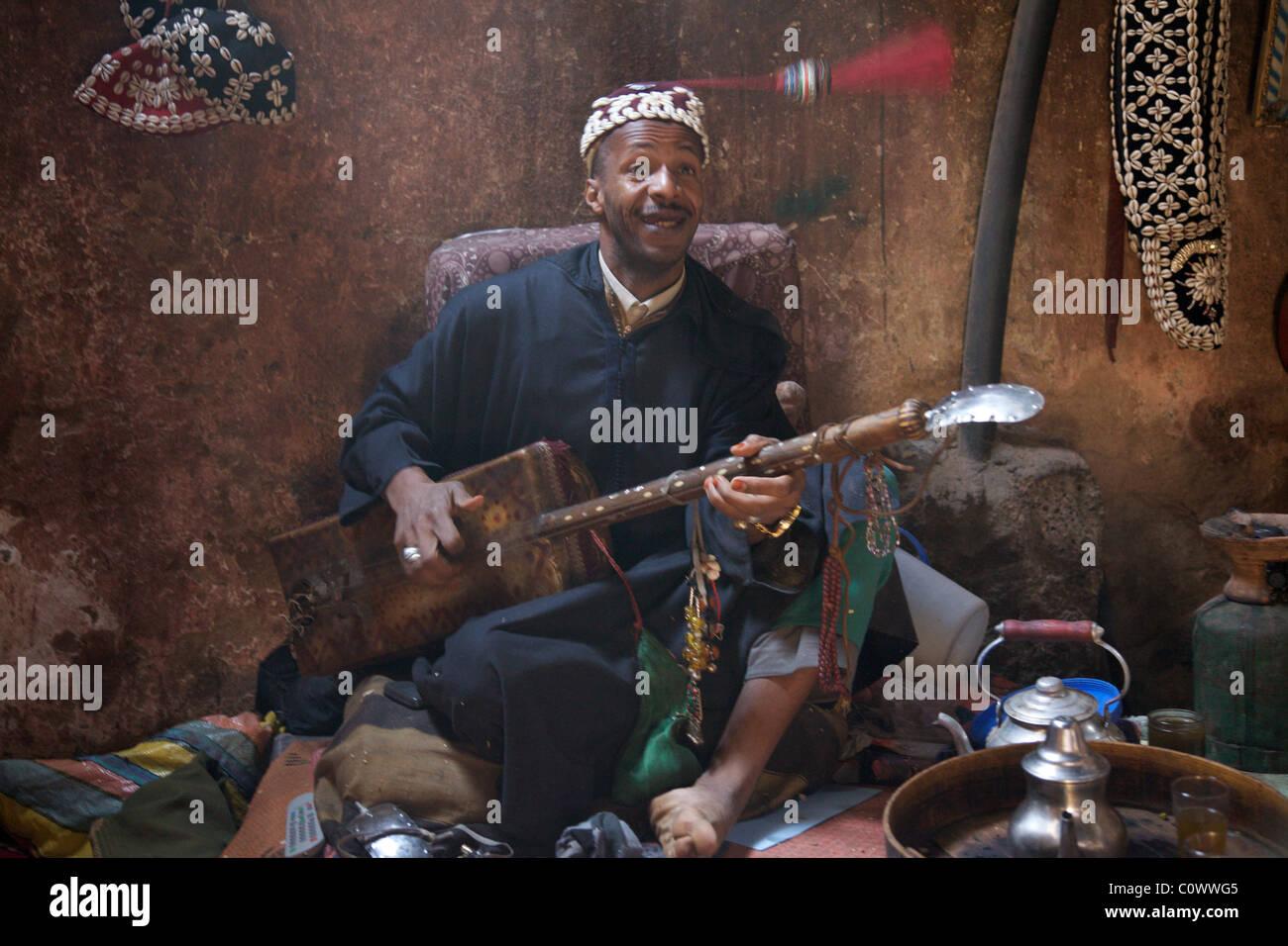 A Gnawa musician, Marrakech medina, Morocco, North Africa - Stock Image