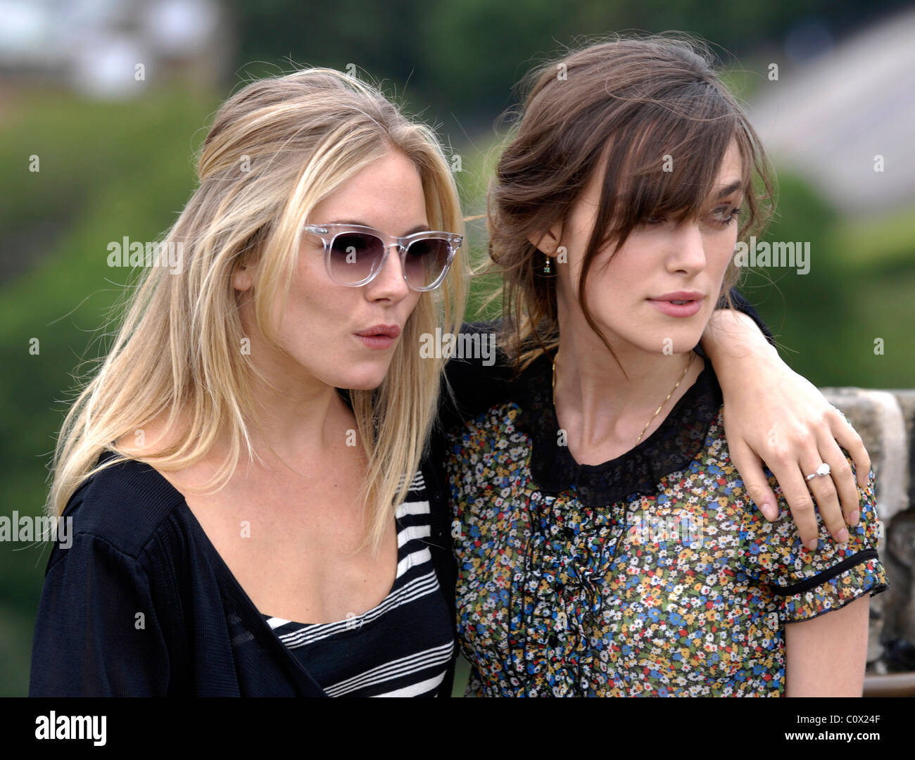 SIENNA MILLER and KEIRA KNIGHTLEY - Stock Image