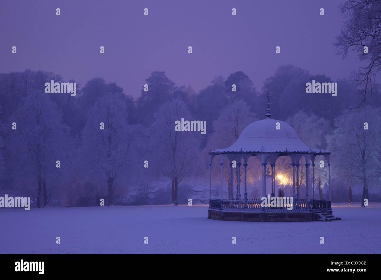 Bandstand, Quarry Park, in winter snow, evening, Shrewsbury, Shropshire, England, UK, United Kingdom, GB, Great - Stock Image