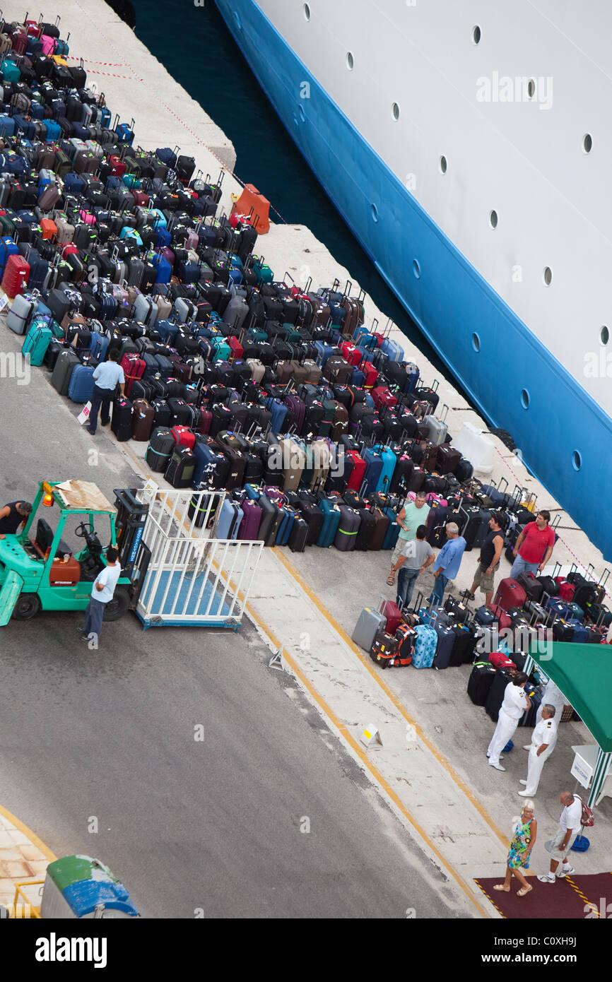 Cruise Ship Luggage Stock Photos Amp Cruise Ship Luggage