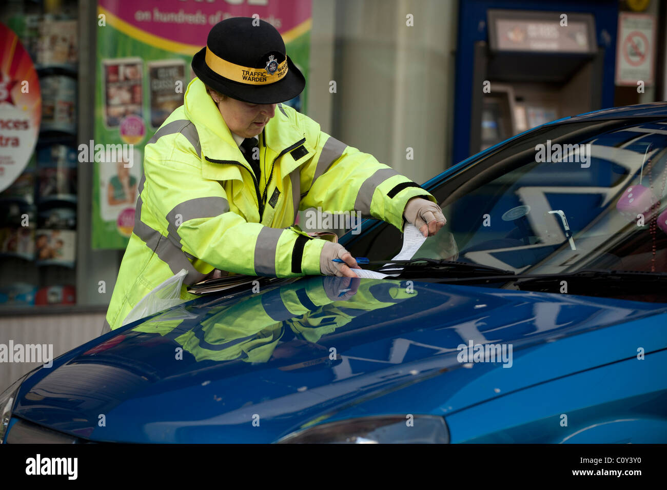 A traffic warden issuing a fixed penalty parking ticket, UK - Stock Image