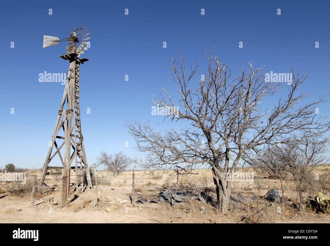Old wind mill used to pump water in Far West Texas, near the town of Marathon. - Stock Image