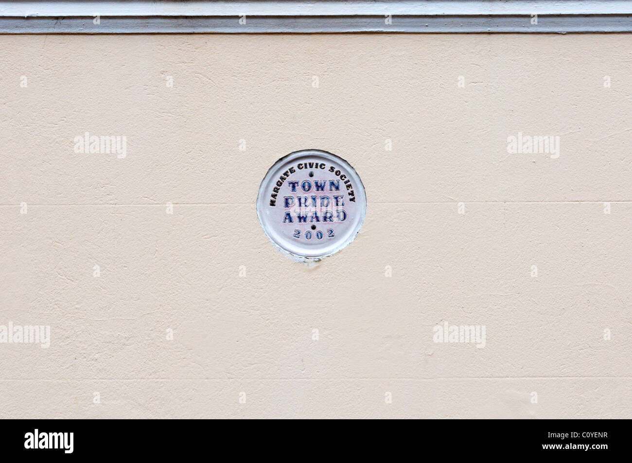 Town Pride Award plaque cemented into a wall - Stock Image