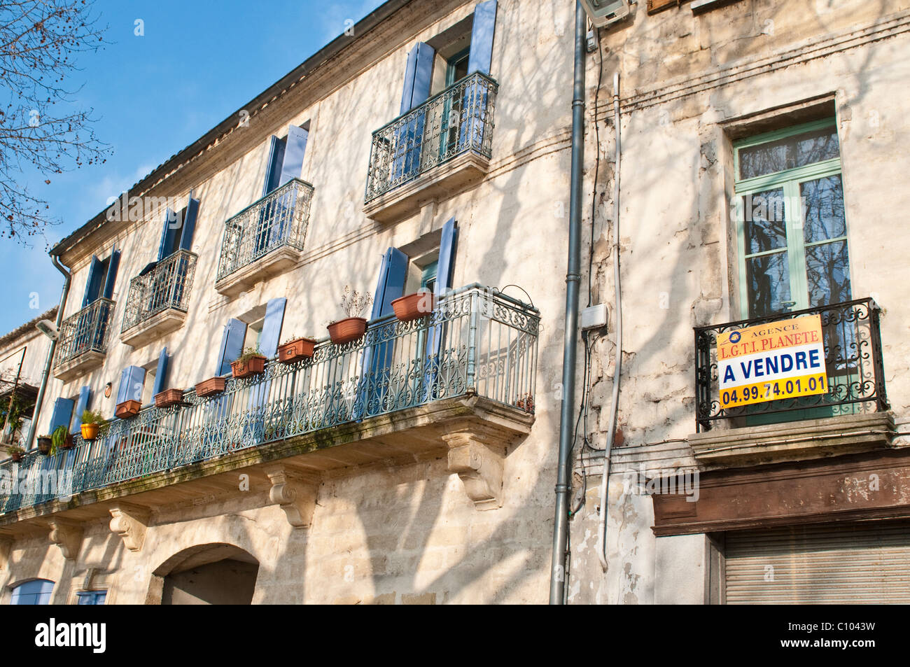 Old house with Sale sign, Sommieres, Gard, Languedoc, France - Stock Image