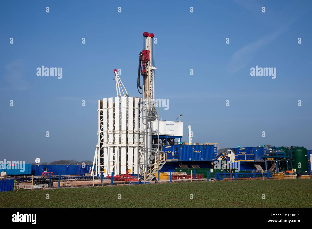 Rig Danger _Cuadrilla Resources rig in Grange Hill, Poulton Le Fylde, Blackpool, England, UK - Stock Image