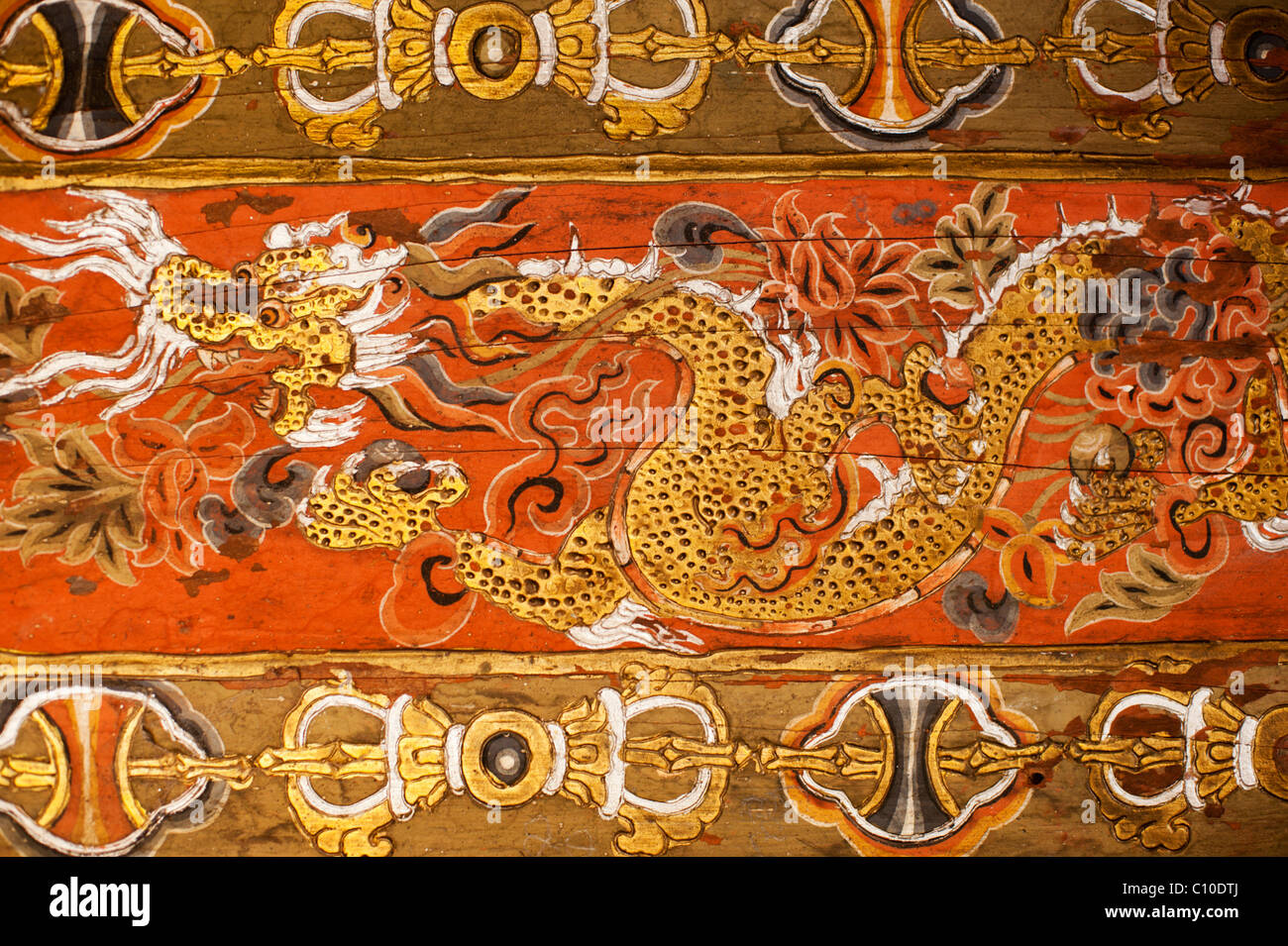 Thunder dragon design on a chorten in Thimpu symbolizing the nation and people of Bhutan - Stock Image