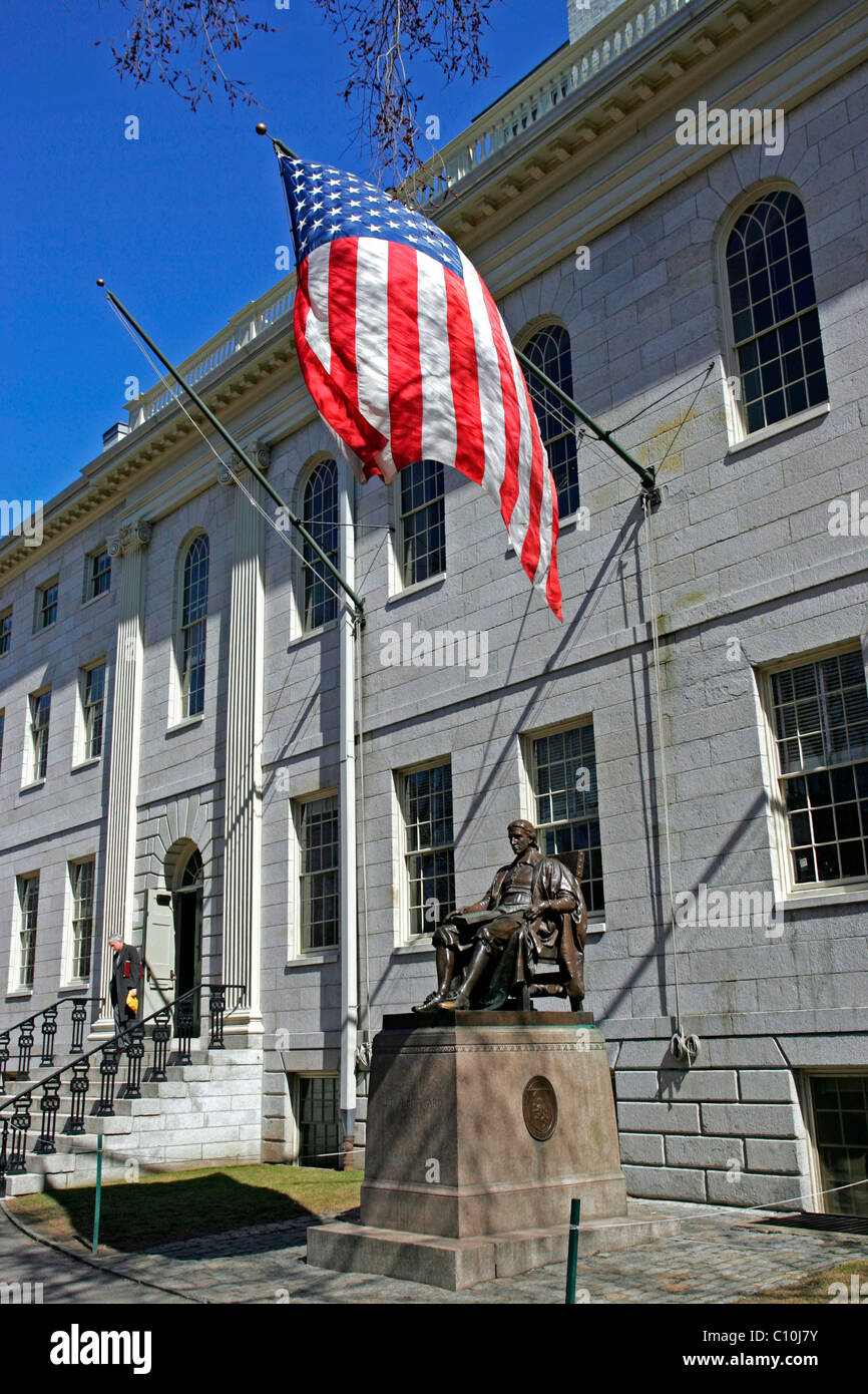John Harvard statue, Harvard University Yard, Cambridge, Boston, Massachusetts, New England, USA - Stock Image