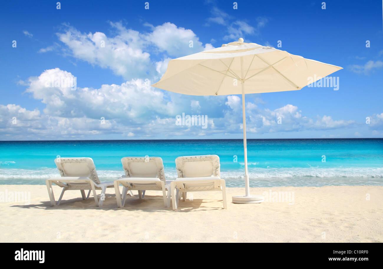 Caribbean beach parasol white umbrella and hammocks turquoise sea - Stock Image