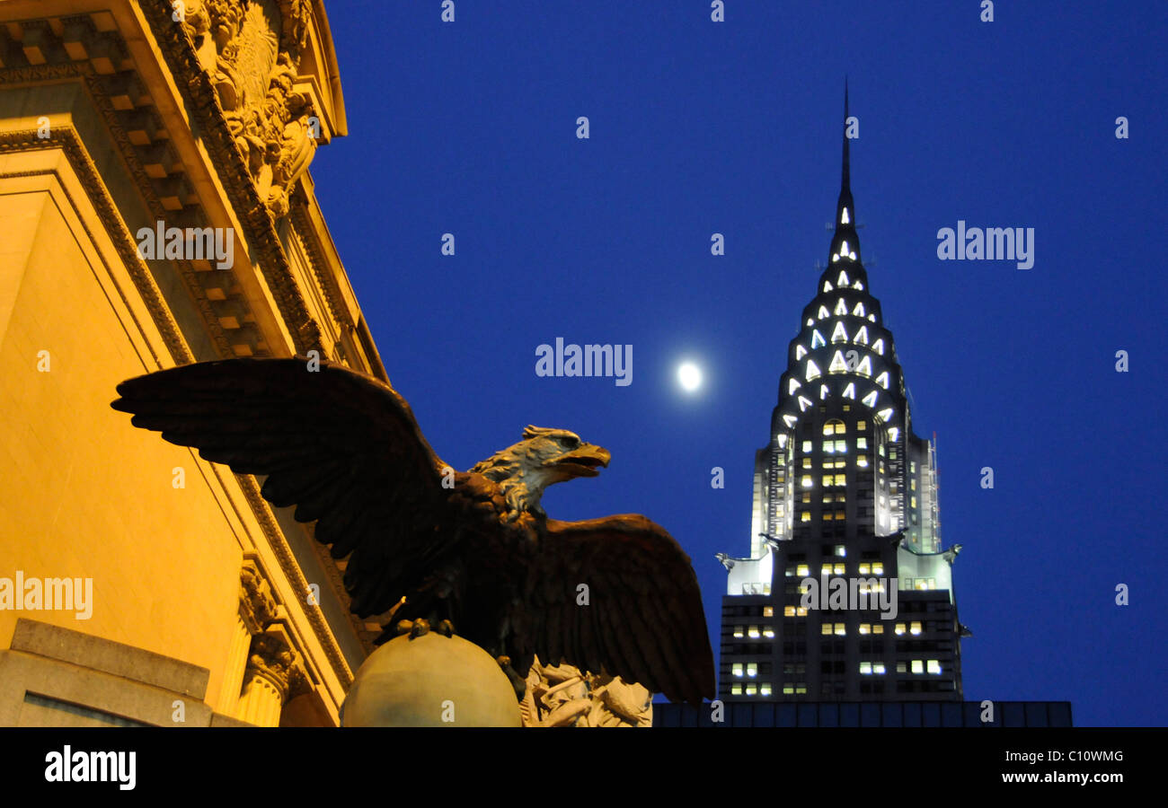 Chrysler building at dusk with nice twilight light and full moon; New York City, USA - Stock Image