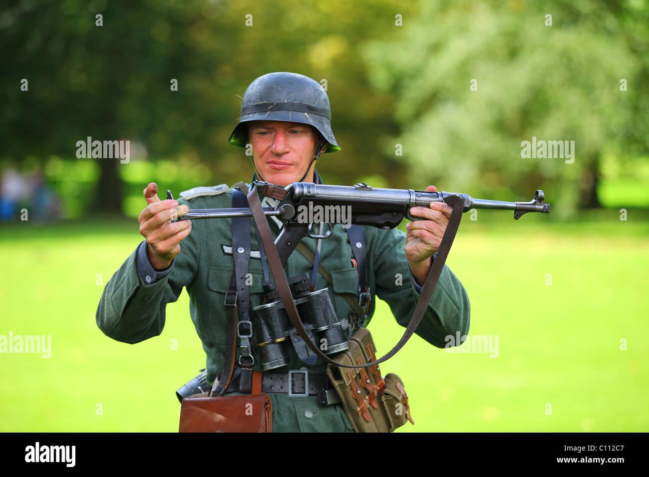 Reconstruction WW2 Wehrmacht German soldier with machine gun - Stock Image
